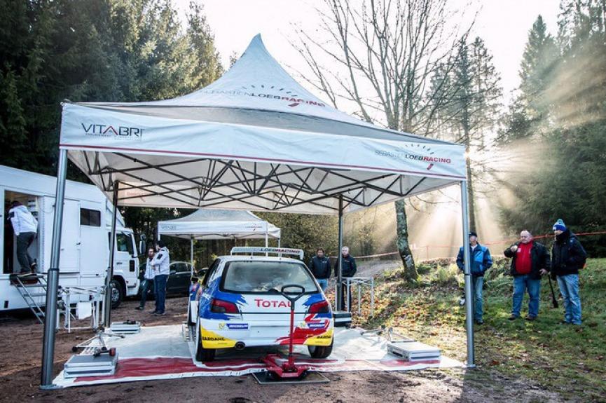 Namiot dla teamu rajdowego Sebastian Loeb