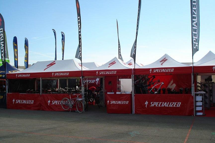 Namioty reklamowe VITABRI rowery specialized V3 3x45m