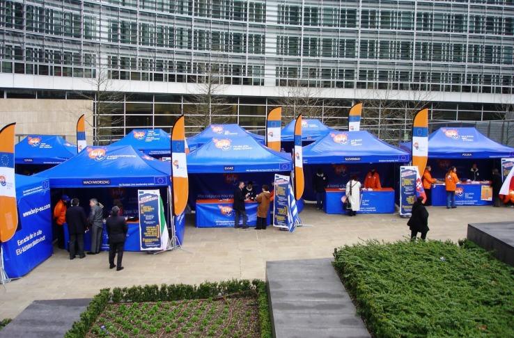 namioty przed parlamentem unii europejskiej vitabri v3 2x3m.jpg